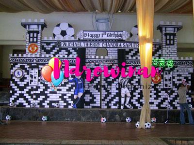 dekorasi styrofoam ultah anak tema sepakbola