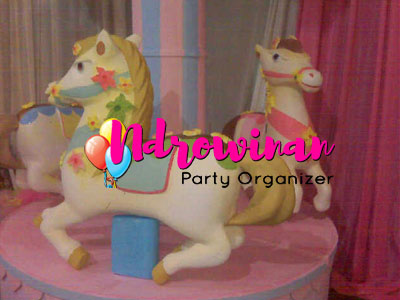 miniatur styrofoam kuda poni