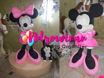 patung styrofoam karakter minnie mouse
