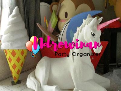 patung styrofoam kuda unicorn.jpg