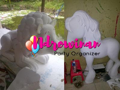 styrofoam patung hewan