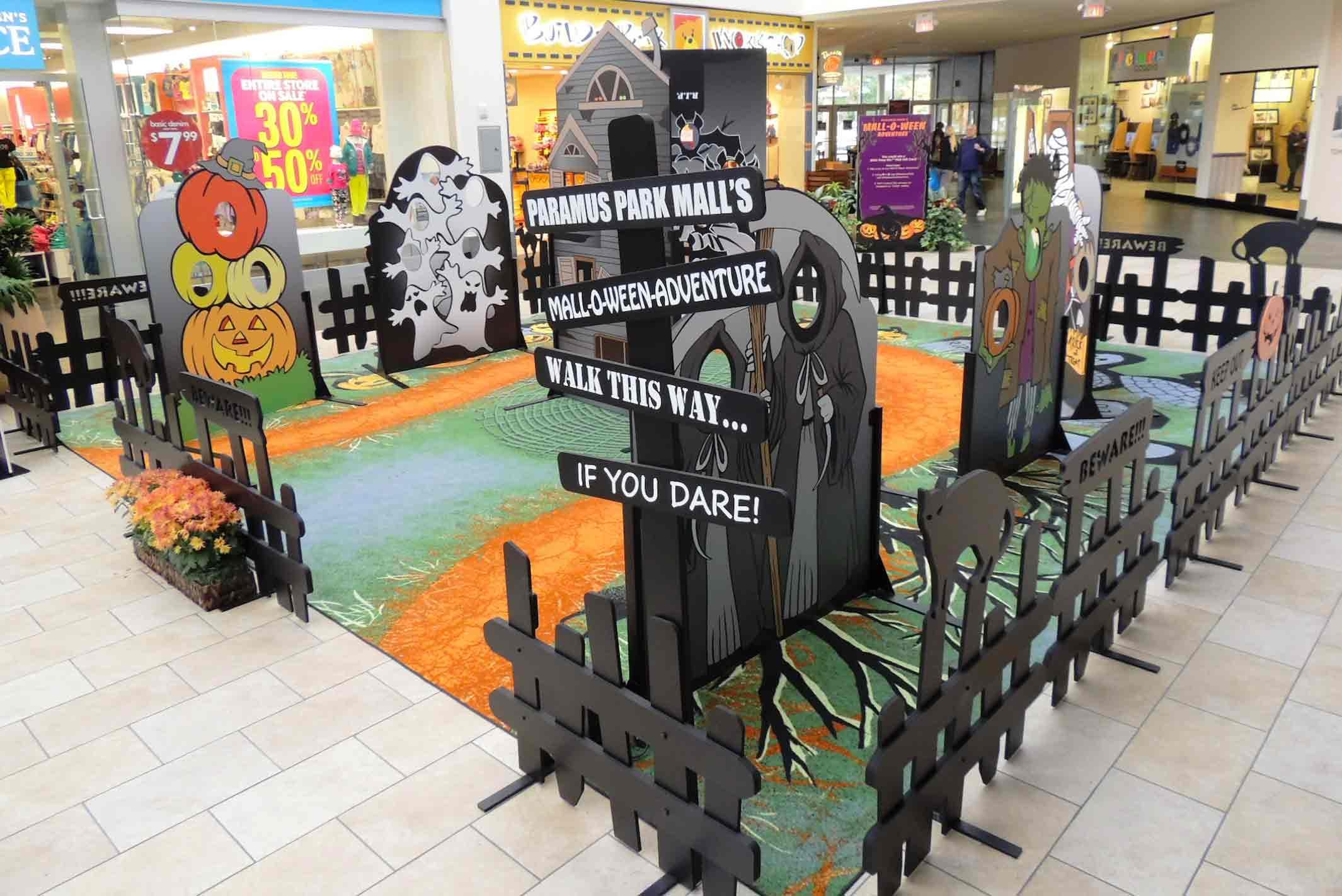 Photobooth dan dekorasi mall tema halloween