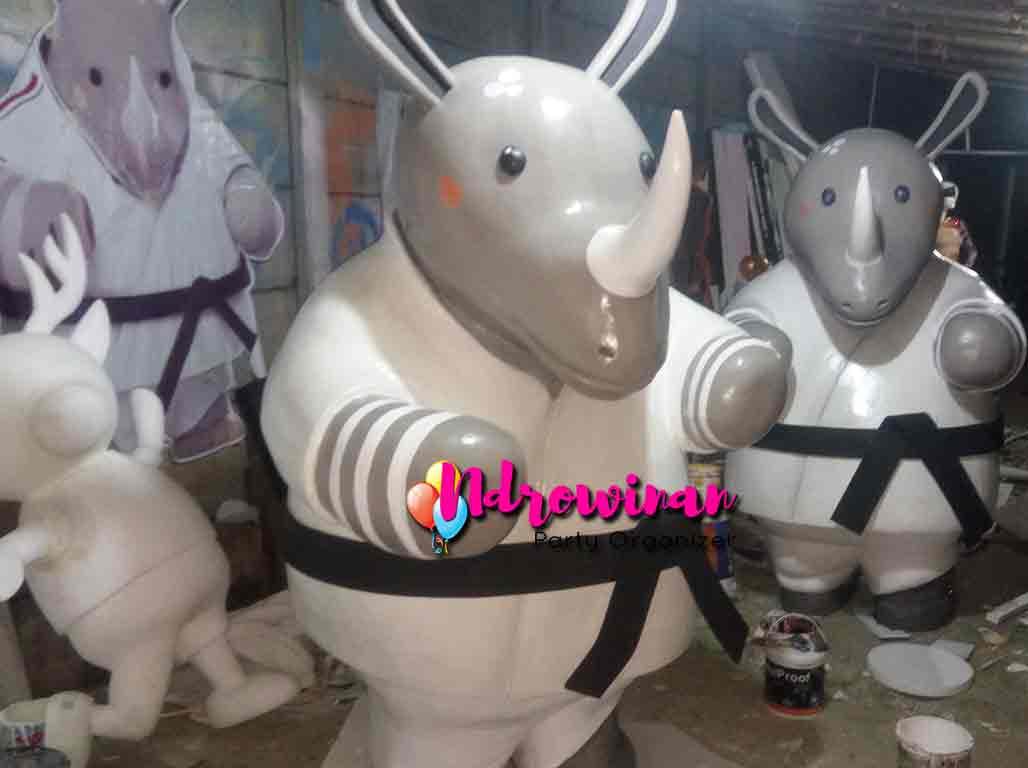 pembuatan patung hewan badak styrofoam