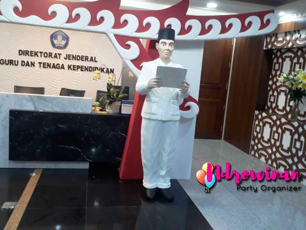 dekorasi hut ri kantor dirjen DIKTI patung Proklamator