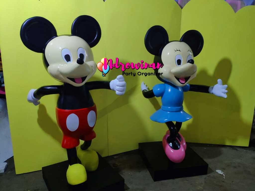 patung fiberglass karakter mickey mouse transmart